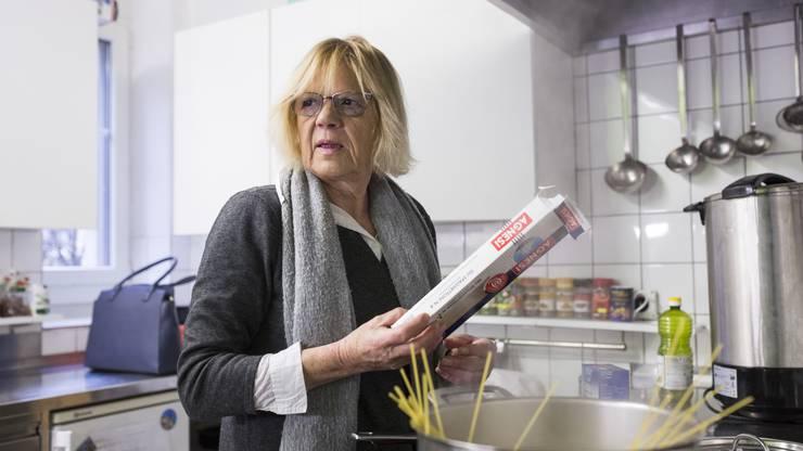 Die freiwillige Köchin Martha.
