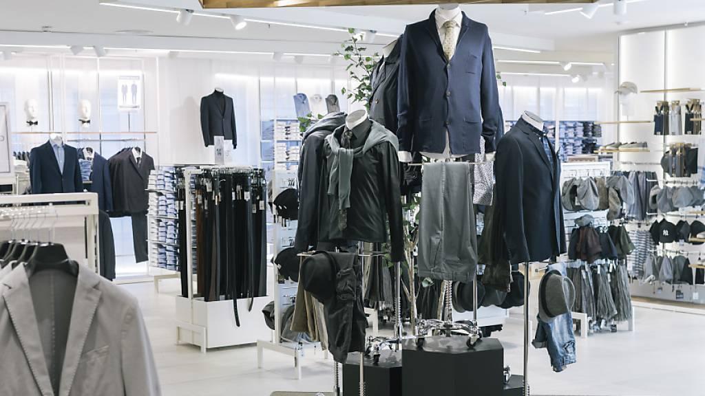 Die Umsätze der Modebranche dürften wegen der Coronakrise drastisch sinken (Archivbild).