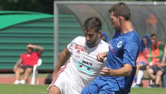 Dario Dussin (links, gegen Semir Ressil) schoss erst das 1:1, ehe er sich am Knie verletzte.