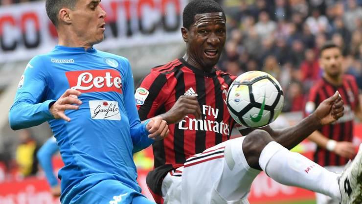 Ausgeglichenes Duell: Napoli (Callejon) und Milan (Zapata) trennen sich 0:0