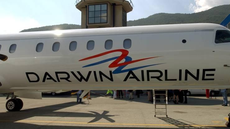 Taufe des Saab 2000 Flugzeuges der neuen Fluggesellschaft Darwin Airline am Dienstag 27.Juli 2004, auf dem Flugplatz Agno(TI). Seit Dienstag ist Schluss. Die Airline wurde behördlich gegroundet.