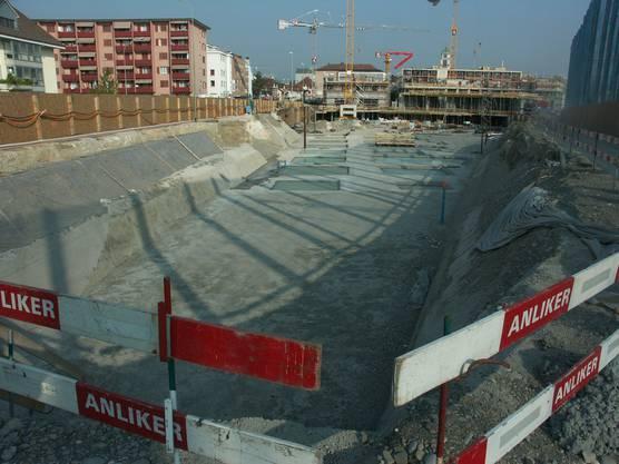 Im April 2007 ware die Industriebrache verschwunden und das Fundament für die moderne Überbauung bereits gelegt.