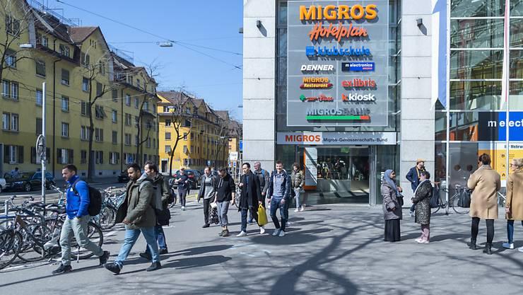 """Das gegenseitige Einkaufen in der Migros über die Plattform """"Amigos"""" wird nicht eingeführt. Der Detailhandelsriese wird das Angebot nach Ablauf der Testphase schliessen.(Archivbild)"""