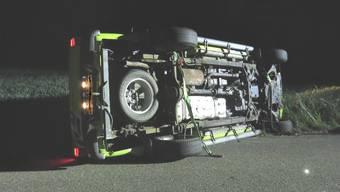 Der Lieferwagen fiel auf die Seite.