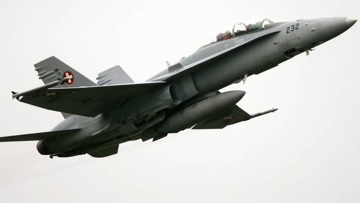 Die Schweizer Luftwaffe schreckt die Bevölkerung auf. (Archivbild)