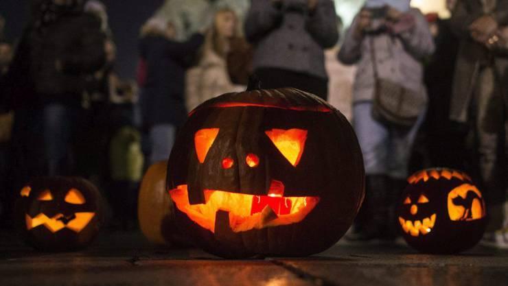 An Halloween haben diverse Vandalen im Aargau Schäden angerichtet. (Symbolbild)