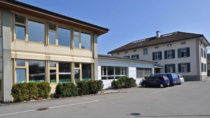 Der Mittelteil des Schulhauses Kestenholz soll durch einen Neubau ersetzt werden.