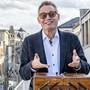Michael Köhn auf der Terrasse des Zunfthauses in der Freien Strasse. Er ist im Vorstand der Zunft zu Rebleuten und geniesst den sozialen Austausch sehr.