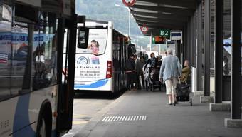 Seit dem Fahrplanwechsel Ende 2017 hält die Buslinie 504 nicht mehr an der Buskante nahe des Bahnhofs.