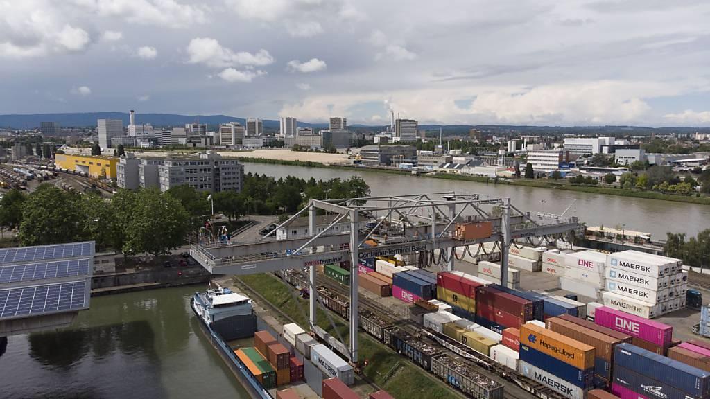 Schweizer Leistungsbilanz mit einem Defizit im vierten Quartal