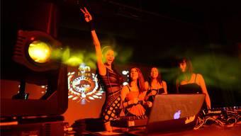 Seit ihrem Auftritt bei «Germany's next Topmodel» 2006 ist Micaela Schäfer dauernd auf Achse, wie im Bild als DJ vor zwei Jahren an der Tanzparty in Diegten.