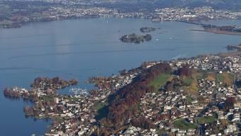 Der Zürichsee zwischen Bäch (l.) und Pfäffikon SZ (Archiv)