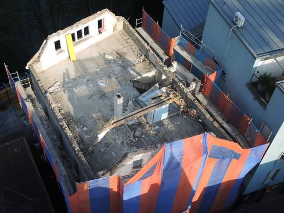 Der Abbruch des Haus 36 an der Badstrasse ist im vollen Gang (2)
