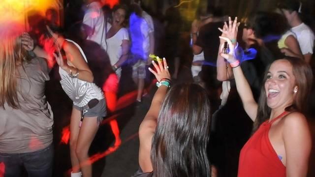 Ehemals illegale Outdoor-Partys können legal durchgeführt werden. (Symbolbild)