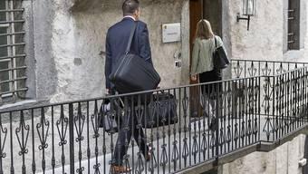 Der Staatsanwalt - hier auf dem Weg ins Gericht - hatte 15 Monate bedingt gefordert.