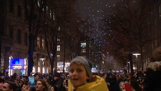 Weihnachten naht: Lucy leuchtet wieder