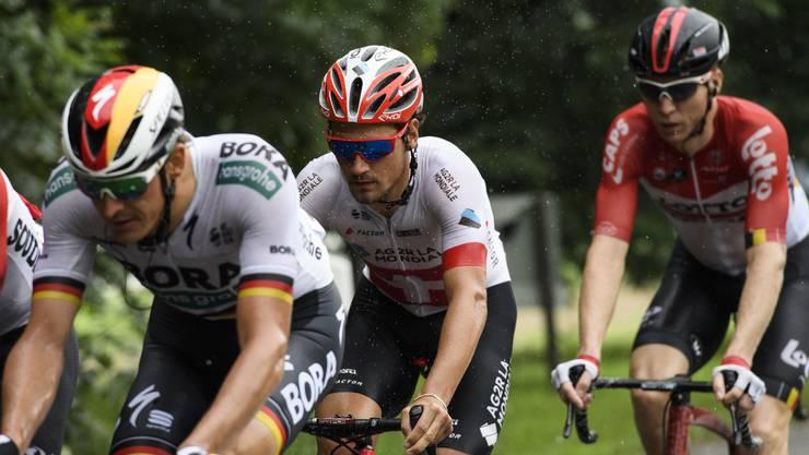 Eine nasse Angelegenheit: Silvan Dillier (Mitte) während der dritten Tour-de-Suisse-Etappe.