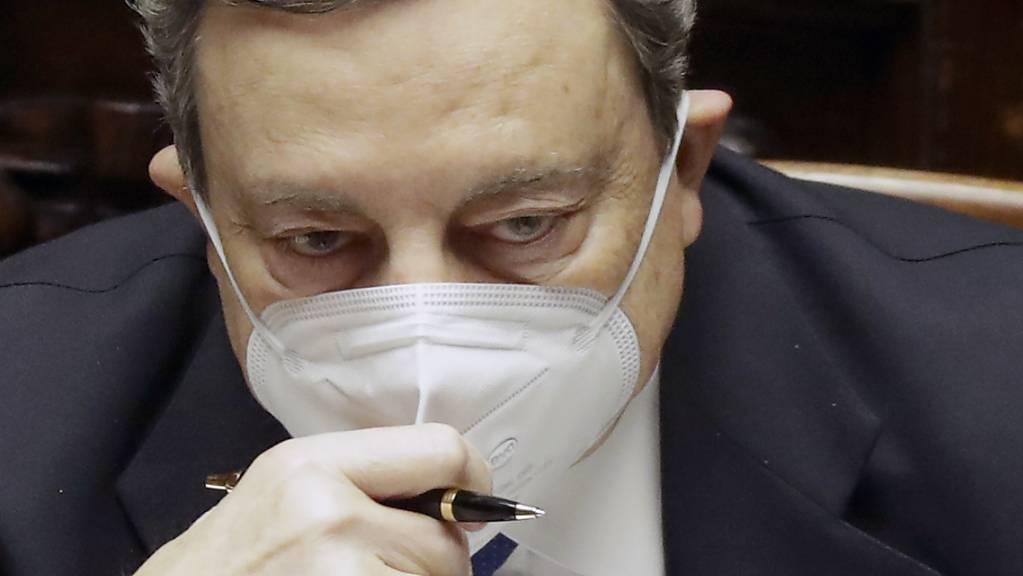 Mario Draghi, Ministerpräsident von Italien, nimmt an einer Sitzung im Parlament teil. Foto: Andrew Medichini/AP/dpa