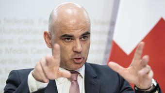 Bei der Beschaffung von Schutzmaterialen hätten nicht alle ihren Job gemacht, sagt Bundesrat Alain Berset.