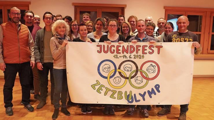Das OK und die Dorfvereine präsentieren die Jugendfest-Flagge 2020.