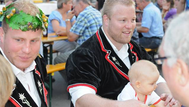 Guido Thürig mit Sohn Aurelio, links sein Bruder Mario Thürig.
