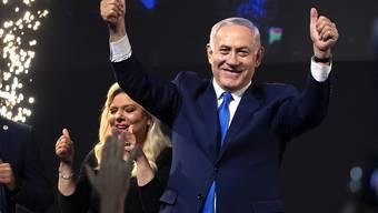 Zufriedener Ministerpräsident: Benjamin Netanjahu und seine Likud-Partei haben die Wahl in Israel nach Medienberichten deutlich gewonnen.
