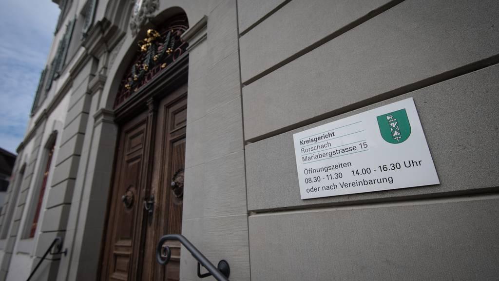 Patentochter missbraucht: 65-Jähriger zu 7,5 Jahren Haft verurteilt