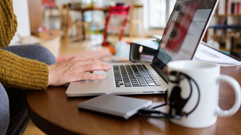 Laut Syndicom leiden zurzeit viele Selbständige und Freischaffende in der Medien- und Kreativbranche wegen den ausfallenden Aufträgen. (Symbolbild)