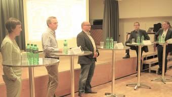 Podium im Gemeindesaal (von links): Barbara Gantner, Jürg Wyss, Stefan Probst, Rolf Glünkin und Thomas Blum.