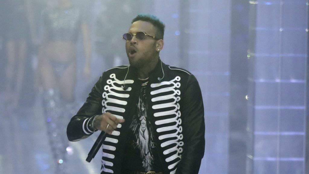 Chris Brown erscheint nicht zu Anhörung