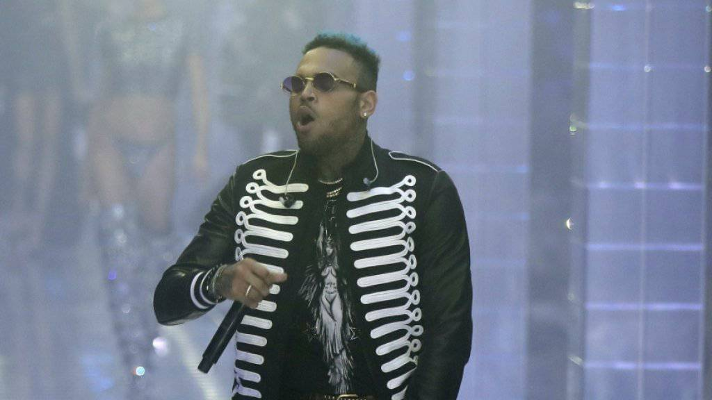 Der US-Rapper Chris Brown ist nicht zu einer in Paris angesetzten Anhörung wegen Vergewaltigungsvorwürfen erschienen. (Archivbild)
