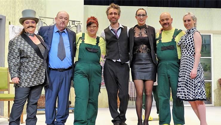 Seit fünf Monaten arbeitet das Theaterverein-Ensemble am Stück – nun feierte es Premiere.