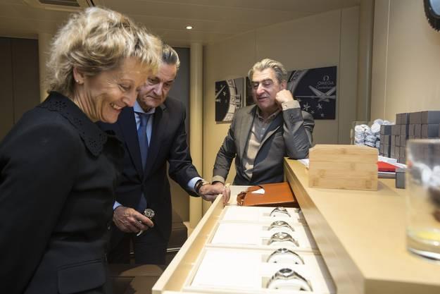 Nick Hayek geniesst die Baselworld mit Bundesrätin Eveline Widmer-Schlumpf (2013)