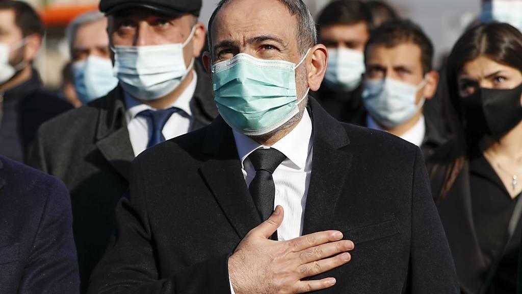 Massenproteste in Armenien gegen Regierungschef Paschinjan