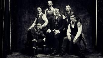 Rammstein um Sänger Till Lindemann (Mitte) bleiben auch im 25. Bandjahr ihrer Erfolgsformel treu. Jes Larsen