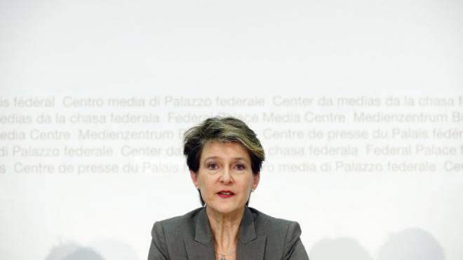 Simonetta Sommaruga am 18. November 2015 an der Medienkonferenz, wo sie den Entwurf für eine Änderung des Gleichstellungsgesetzes vorstellte.