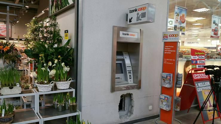 Diebe knacken Bankomat in Lupfiger Einkaufszentrum