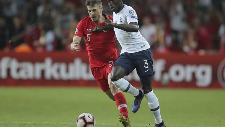Ferland Mendy (rechts) bestritt bislang vier Länderspiele für Frankreich. Nun wechselt der Linksverteidiger von Lyon zu Real Madrid