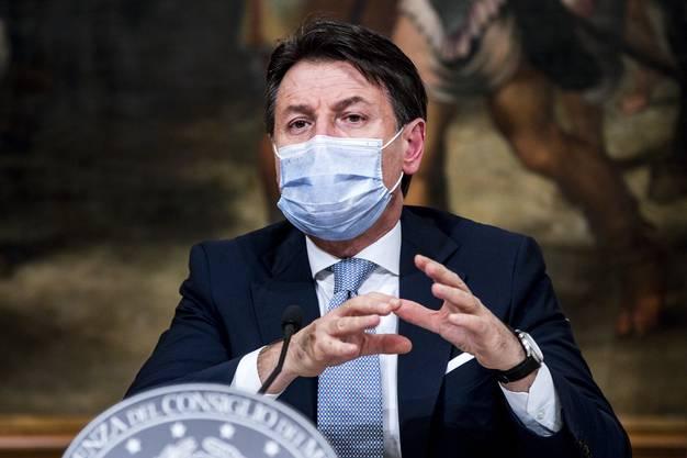 Italiens Premier Giuseppe Conte plant kleine Lockerungen für die Weihnachtszeit. (Archivbild: Keystone)