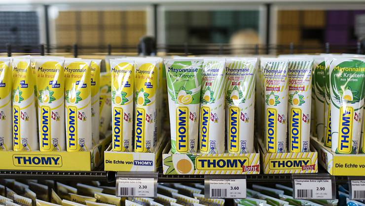Vielleicht sind die Regale bald wieder mit Nestlé-Thomy-Mayonnaise gefüllt. Nestlé und Lebensmittelhändler wie Coop und Edeka sollen vor einer Einigung stehen (Symbolbild).