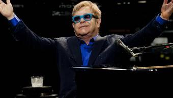 Sir Elton John - hier vorgestern in Madrid - lässt Tennislegenden zum Kampf gegen Aids antreten (Archiv)