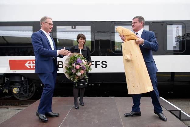 Peter Spuhler mit der damaligen Verkehrsministerin Doris Leuthard, die nun Stadler-Verwaltungsrätin wird, und SBB-Chef Andreas Meyer beim Rollout des neuen Hochgeschwindigkeitszuges «Giruno».