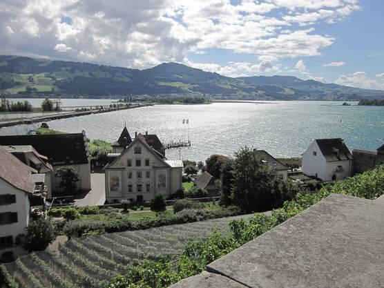 Blick von Rapperswil (Kanton St.Gallen) nach Pffäffikon (Kanton Schwyz) und auch dem Zürichsee