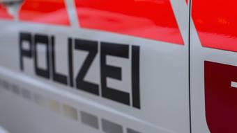 Alarmiert, weil jemand nicht zur Arbeit erschienen ist: Die Kantonspolizei Schwyz hat eine vermisste Person in Brunnen SZ tot aufgefunden. (Symbolbild)