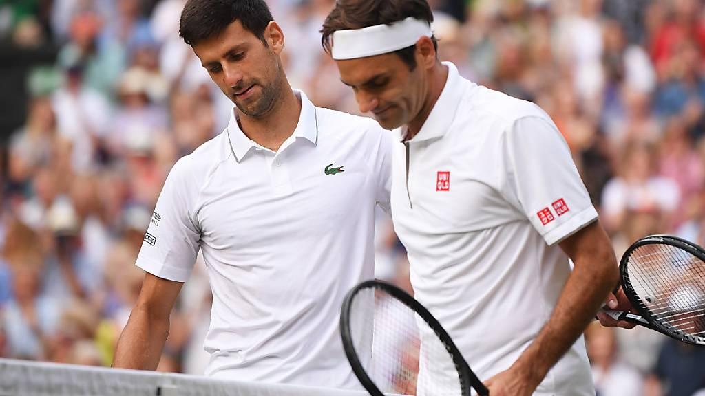 Das Spiel des Jahres: Im Wimbledonfinal verlor Roger Federer (re.) nach zwei vergebenen Matchbällen gegen Novak Djokovic. Nun kommt es, wieder in London, zur Revanche