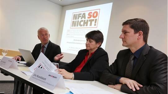 «NFA SO nicht» (von links): Martin Wey (Stadtpräsident Olten), Erika Pfeiffer (Gemeindepräsidentin Lommiswil), Urs Nussbaum (R. Nussbaum AG, Olten) HR. Aeschbacher