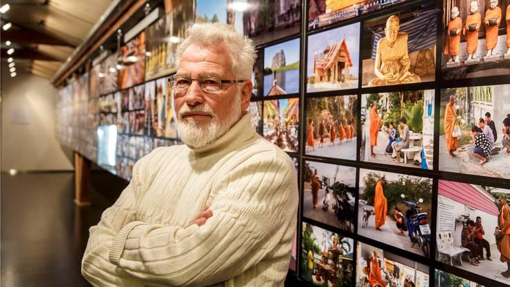 Alain Stouder mit Fotos aus Thailand (oben) und Schweizer Landschaften (unten).