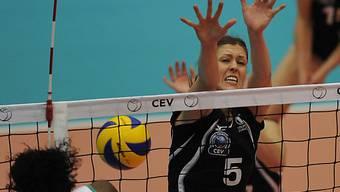 Bojana Zivkovic von Volero Zürich beim Block.