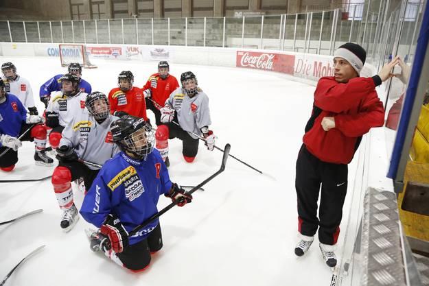 Die Eishockey U18-Frauennati trainiert im Sportzentrum Zuchwil