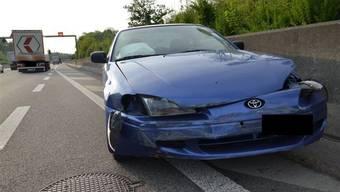 Nach einer Schleuderfahrt war das Unfallauto völlig beschädigt - der Lenker kam mit dem Schrecken davon.